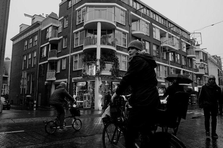 e bike auf fahrradträger bei regen